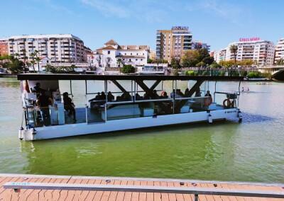 Paseo guiado en barco por el Guadalquivir